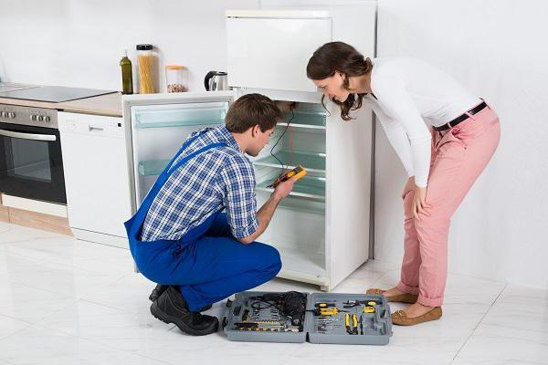 Что делать, если в холодильнике намерзает лед?